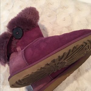 Ugg Bailey Button size 5 eggplant